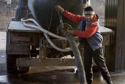 Camion pompe avant débouchage de canalisation